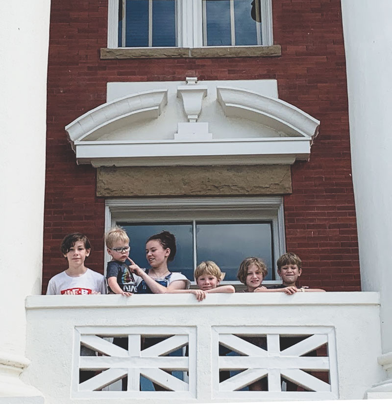 Wilkens kids standing on a balcony